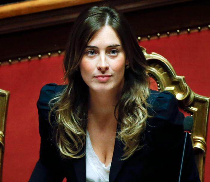 Καλλονή ιταλίδα υπουργός αλα Σάρον Στόουν στο «Βασικό Ένστικτο» - εικόνα 5