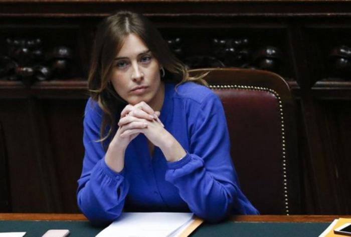 Καλλονή ιταλίδα υπουργός αλα Σάρον Στόουν στο «Βασικό Ένστικτο» - εικόνα 6