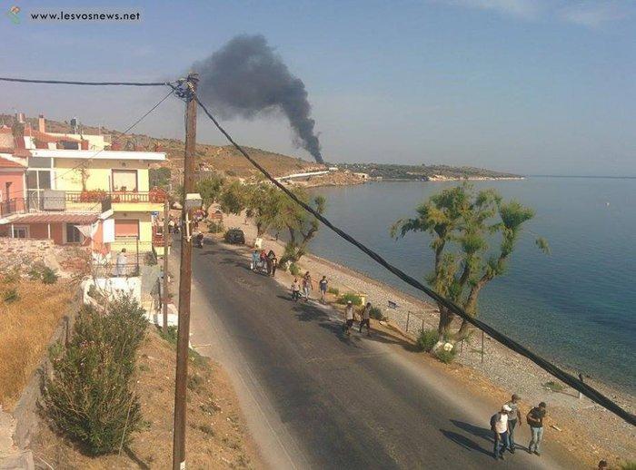 Φωτιές σε καταυλισμό και πορεία μεταναστών στη Μυτιλήνη(φωτο-βίντεο) - εικόνα 2