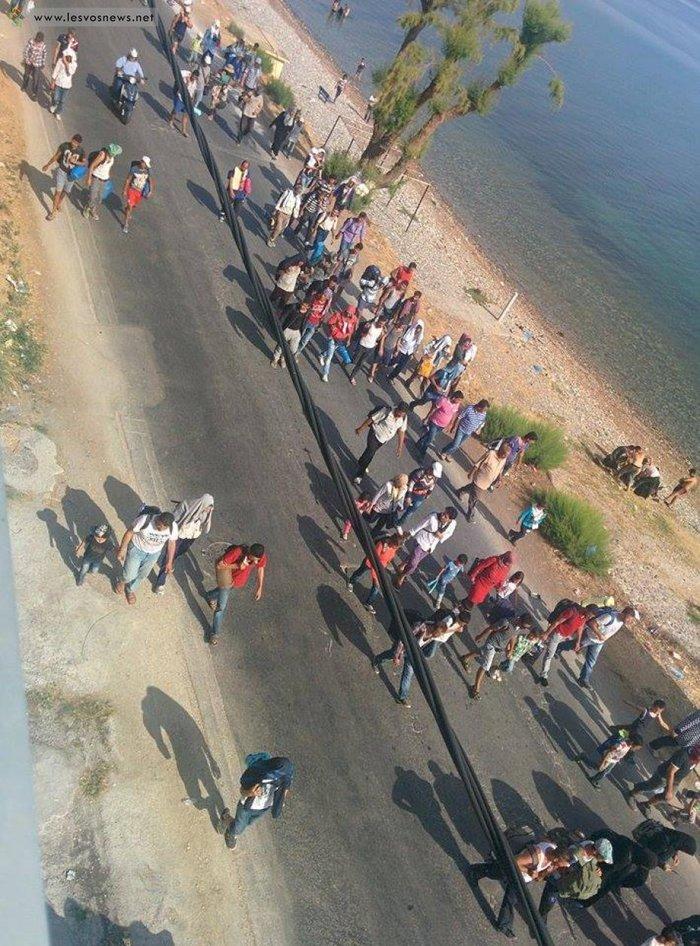 Φωτιές σε καταυλισμό και πορεία μεταναστών στη Μυτιλήνη(φωτο-βίντεο) - εικόνα 6