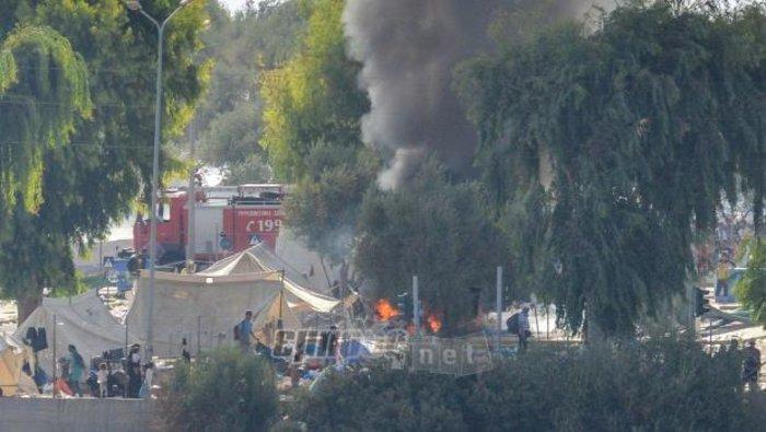 Φωτιές σε καταυλισμό και πορεία μεταναστών στη Μυτιλήνη(φωτο-βίντεο)