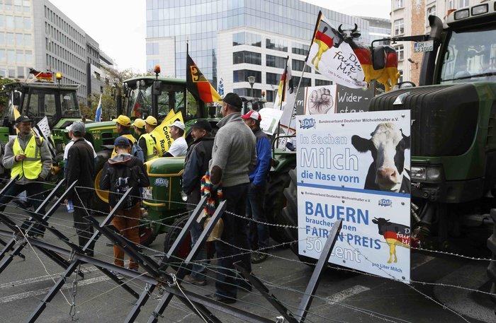 5000 αγρότες σε πορεία διαμαρτυρίας στις Βρυξέλλες ζητούν τη στήριξη της ΕΕ