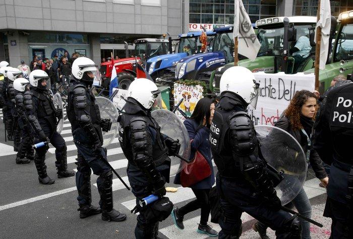 5000 αγρότες σε πορεία διαμαρτυρίας στις Βρυξέλλες ζητούν τη στήριξη της ΕΕ - εικόνα 4