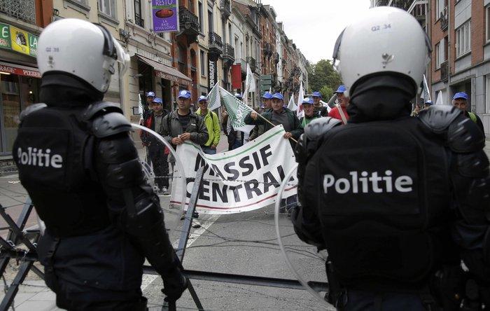 5000 αγρότες σε πορεία διαμαρτυρίας στις Βρυξέλλες ζητούν τη στήριξη της ΕΕ - εικόνα 10