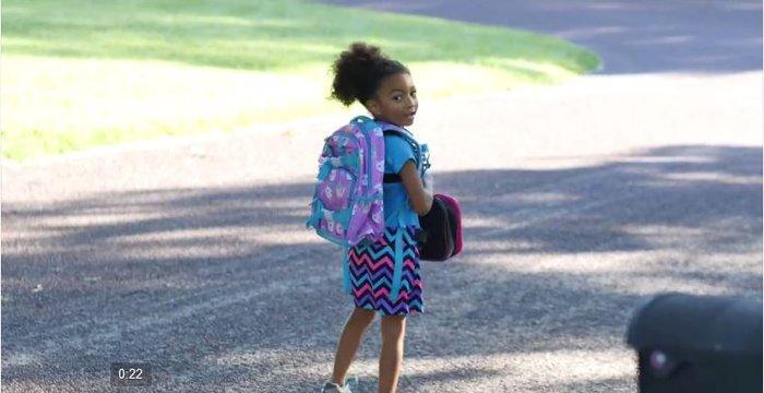 Η πρώτη μέρα στο σχολείο μέσα από τα μάτια μιας 5χρονης [Βίντεο]