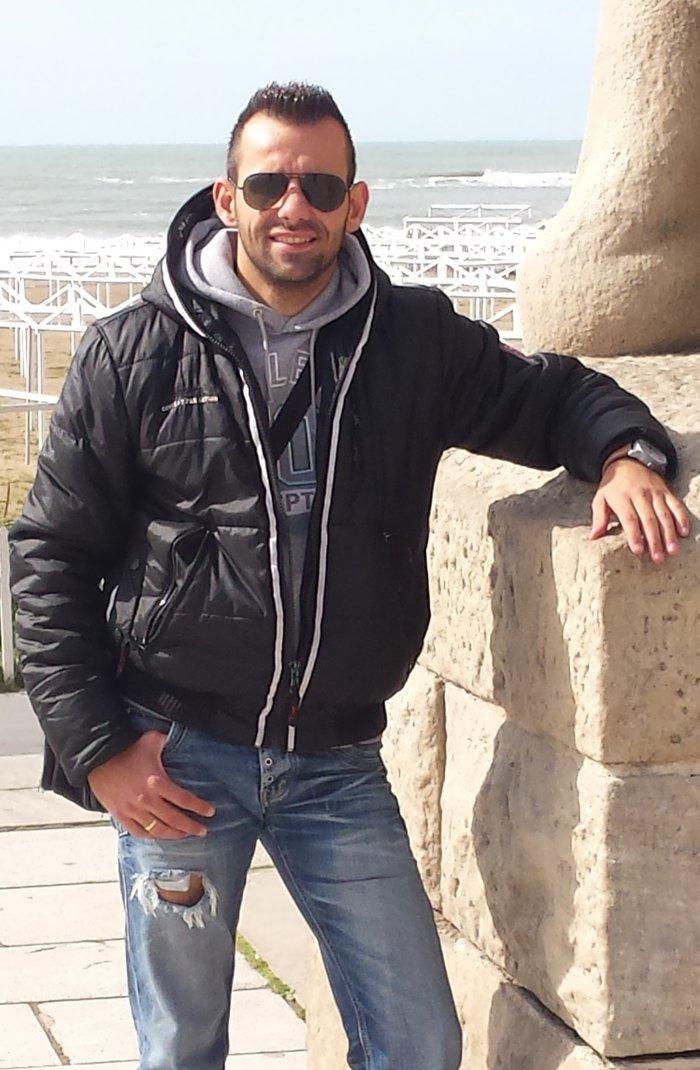 Ο Ελληνας που ζει με την καρδιά ενός Σύρου μετανάστη