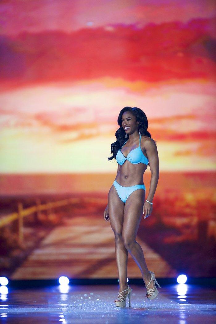 Η καταιγίδα των μπικίνι! Βουλιάζει η πασαρέλα των Miss America