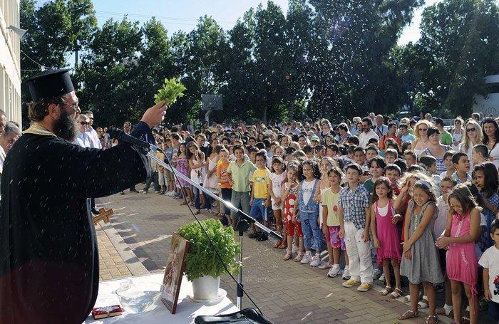 Αγιασμός αύριο στα σχολεία με πάνω από 20.000 κενά - εικόνα 2