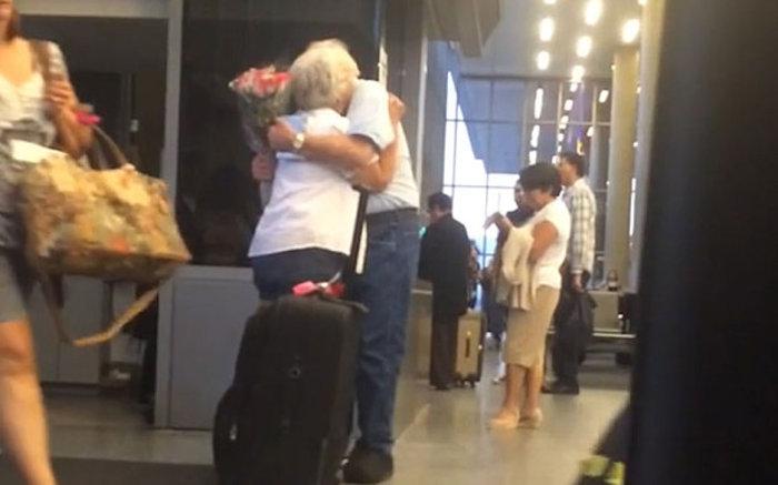 Η συγκινητική ιστορία των δύο 80χρονων ερωτευμένων που έγιναν viral - εικόνα 2