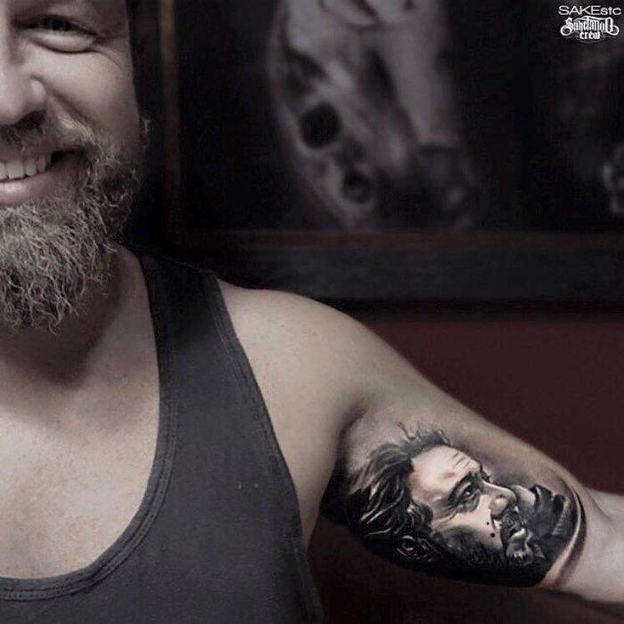 «Χτύπησε» τατουάζ τον πατέρα του- Για πάντα μαζί του - εικόνα 2