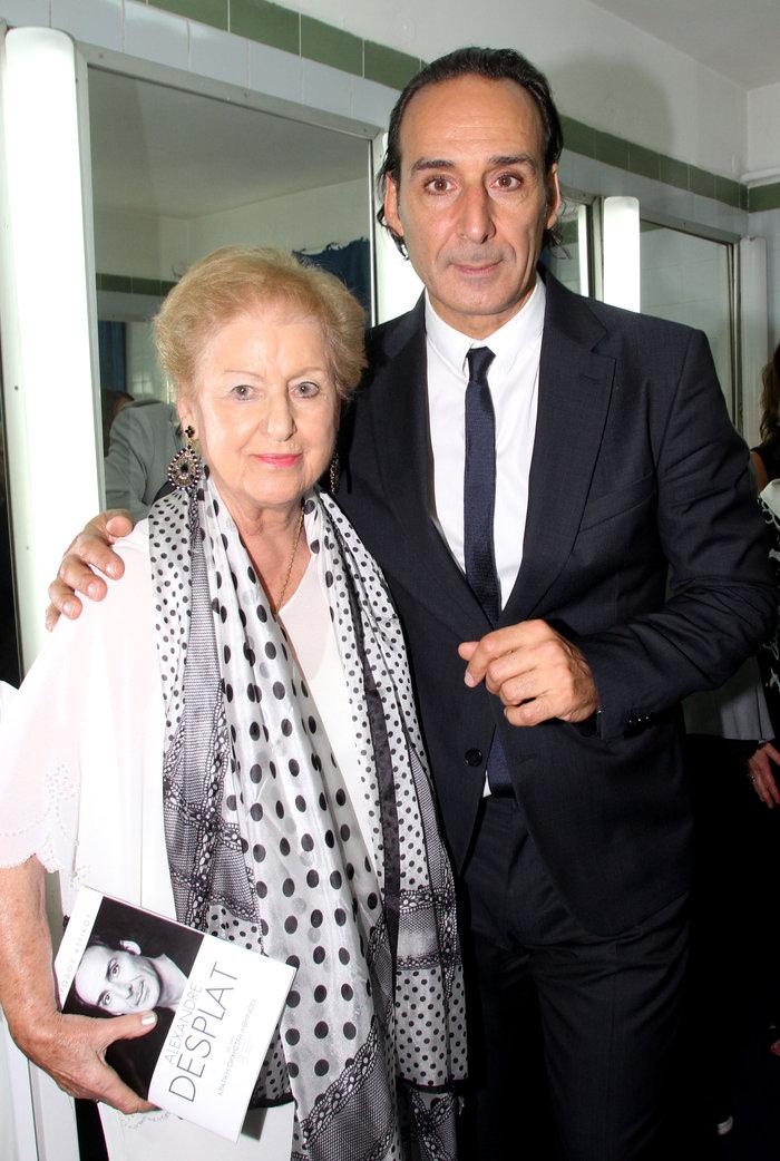 Ο διεθνής Αλεξάντερ Ντεσπλά με την ελληνίδα μητέρα του