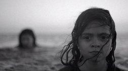 Στα ίδια νερά που τα παιδιά μας κολυμπούν, κάποια άλλα δεν τα καταφέρνουν