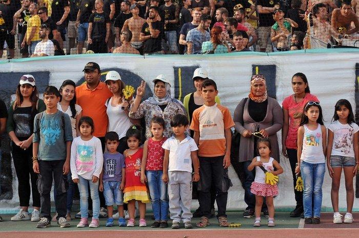 Οι οργανωμένοι της ΑΕΚ έφεραν πρόσφυγες στο ΟΑΚΑ για να δουν το ματς