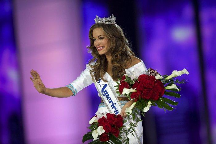 Η νέα βασίλισσα ομορφιάς των ΗΠΑ έχει ... πολλά προσόντα