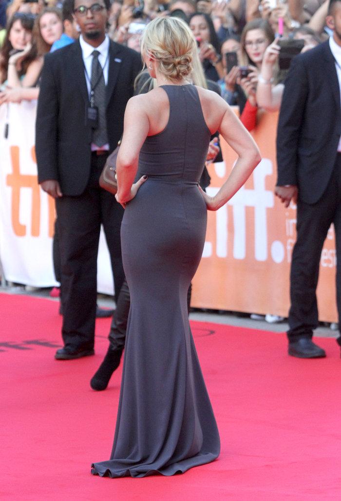 Η σταρ τα κατάφερε! Ποια μπήκε στο στενό της φόρεμα; - εικόνα 6
