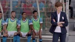 Η Κάρλα Μπρούνι προπονεί τώρα ποδοσφαιριστές (βίντεο)