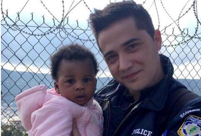 Νεαρός αστυνομικός θέλησε να υιοθετήσει μικρό προσφυγόπουλο στη Σάμο