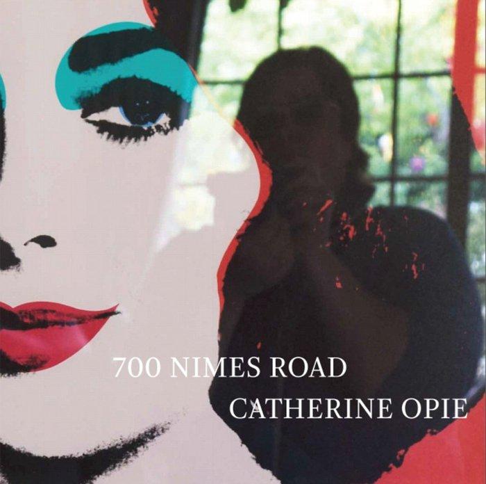 Το εξώφυλλο του βιβλίου. Η συλλογή φωτογραφιών της ΄Οπι θα βρίσκεται και στο περίφημο MOCA του Λος Αντζελες