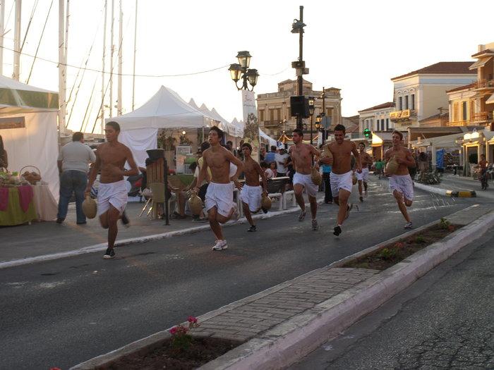 Γιορτή Φιστικιού Αίγινας: Όλο το νησί μια μεγάλη έκθεση - εικόνα 4