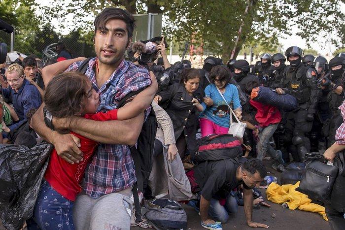 Διεθνής κατακραυγή για τα έκτροπα στον ουγγρικό φράκτη - εικόνα 2
