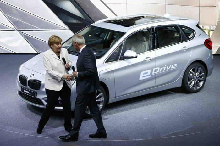 Η Μέρκελ εγκαινίασε την ΄Εκθεση Αυτοκινήτου Φρανκφούρτης. Δείτε φωτογραφίες - εικόνα 2