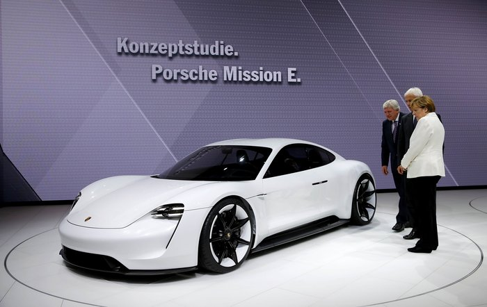 Η Μέρκελ εγκαινίασε την ΄Εκθεση Αυτοκινήτου Φρανκφούρτης. Δείτε φωτογραφίες - εικόνα 17