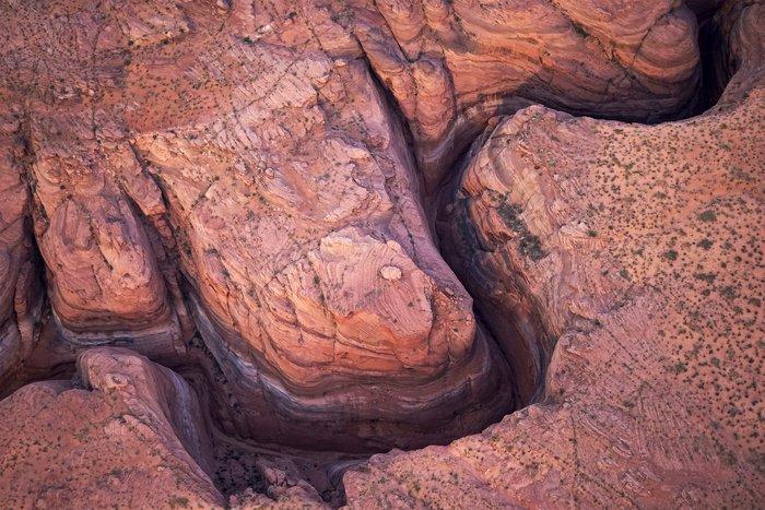 Η λίμνη που ξεγυμνώνεται από την ξηρασία σε εντυπωσιακές εικόνες - εικόνα 4