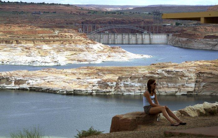 Η λίμνη που ξεγυμνώνεται από την ξηρασία σε εντυπωσιακές εικόνες - εικόνα 5