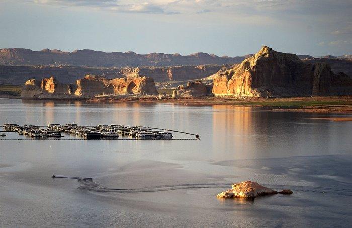 Η λίμνη που ξεγυμνώνεται από την ξηρασία σε εντυπωσιακές εικόνες - εικόνα 7