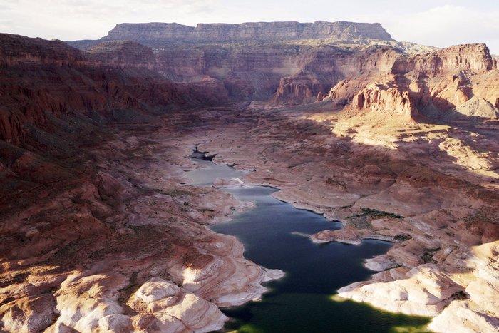 Η λίμνη που ξεγυμνώνεται από την ξηρασία σε εντυπωσιακές εικόνες - εικόνα 10