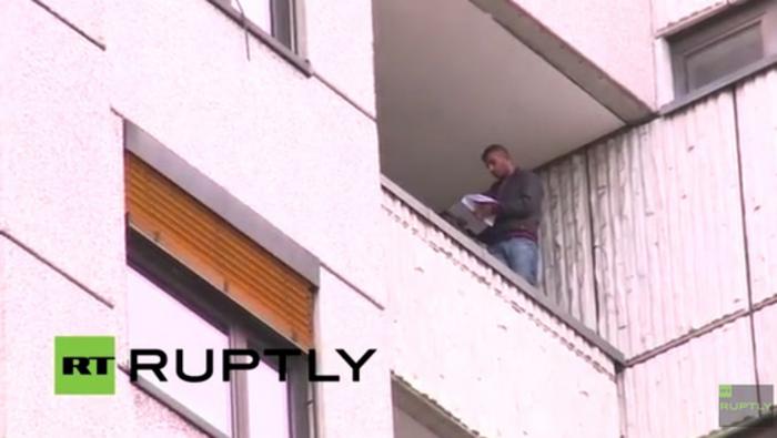 Βερολίνο: Πρόσφυγας απείλησε ότι θα πηδήξει στο κενό