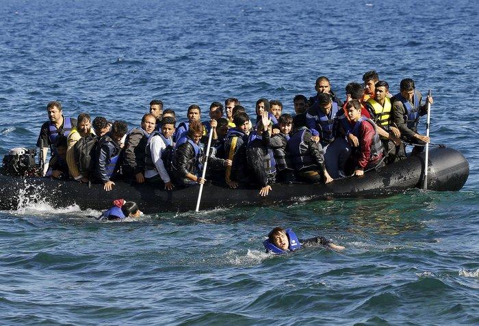Νέα κύματα προσφύγων έφτασαν στη Μυτιλήνη: Συγκλονιστικές φωτογραφίες