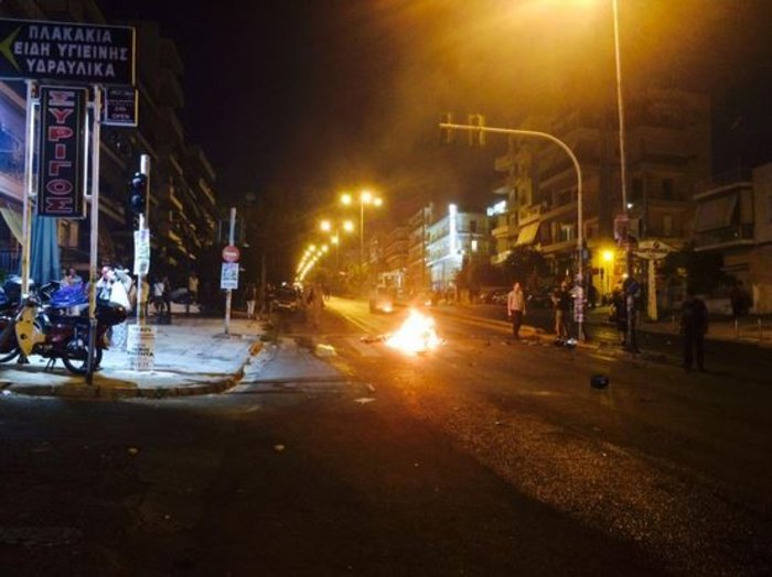 Επεισόδια στο Κερατσίνι με φωτιές και οδοφράγματα