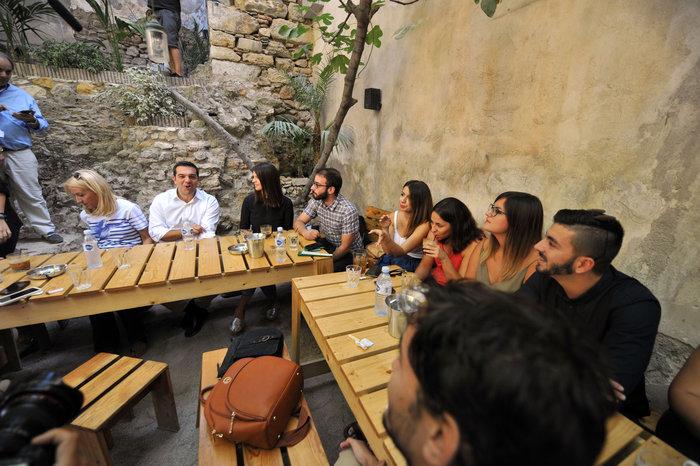 Ο χαλαρός καφές του Τσίπρα και η «αποκάλυψη» για τον Ολάντ - εικόνα 6