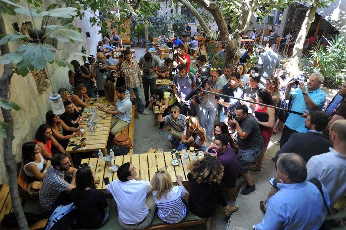 Ο χαλαρός καφές του Τσίπρα και η «αποκάλυψη» για τον Ολάντ - εικόνα 8