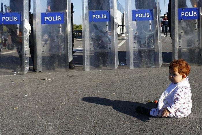 Εικόνα-σοκ από το προσφυγικό δράμα στην Ανδριανούπολη