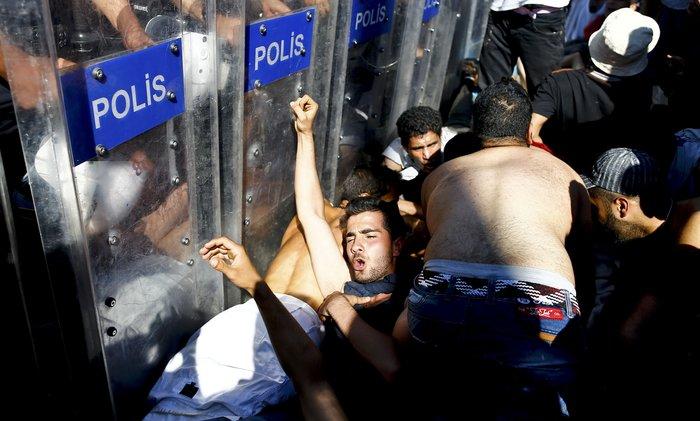 Εικόνα-σοκ από το προσφυγικό δράμα στην Ανδριανούπολη - εικόνα 2