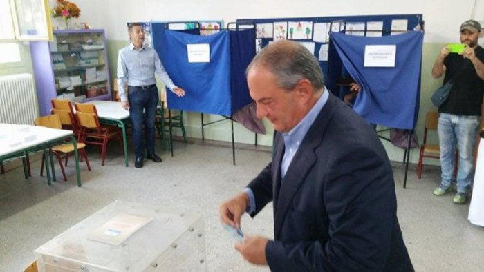 Χωρίς δηλώσεις ψήφισε ο Κώστας Καραμανλής - εικόνα 3