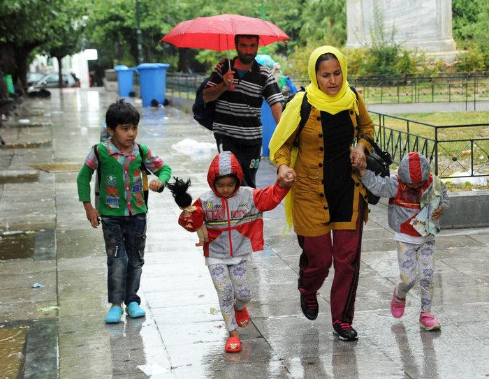 Αθήνα: Η καταιγίδα στέλνει τους πρόσφυγες στον Ελαιώνα - εικόνα 2
