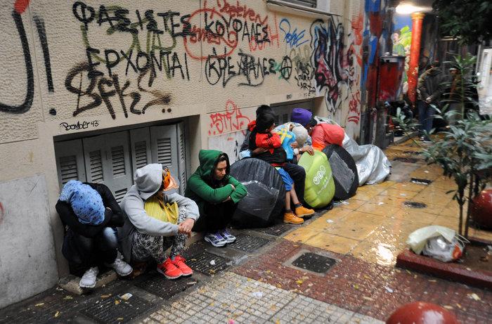 Αθήνα: Η καταιγίδα στέλνει τους πρόσφυγες στον Ελαιώνα - εικόνα 4