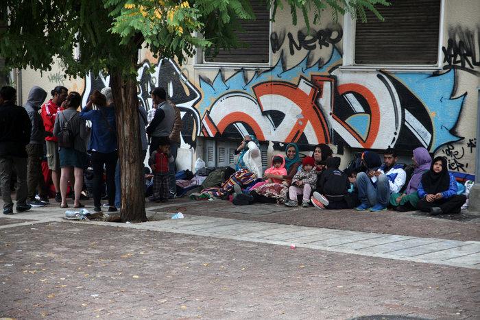 Αθήνα: Η καταιγίδα στέλνει τους πρόσφυγες στον Ελαιώνα - εικόνα 7