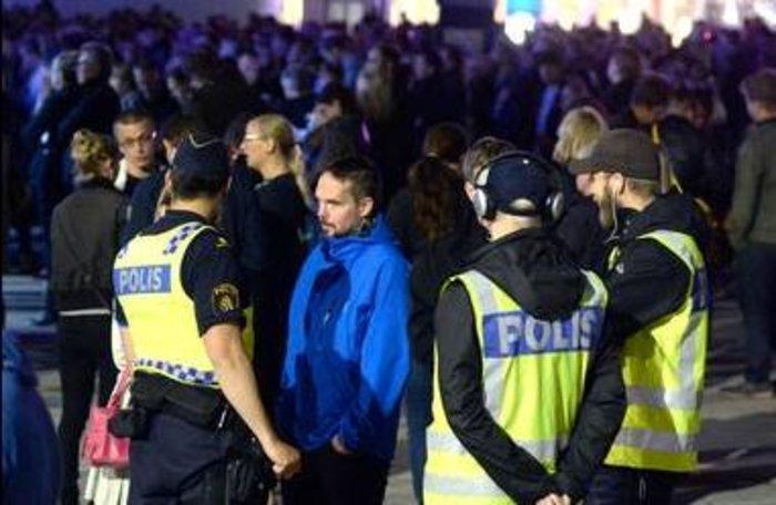 Πανικός από ένοπλο σε συναυλία των U2 στη Στοκχόλμη (βίντεο) - εικόνα 4