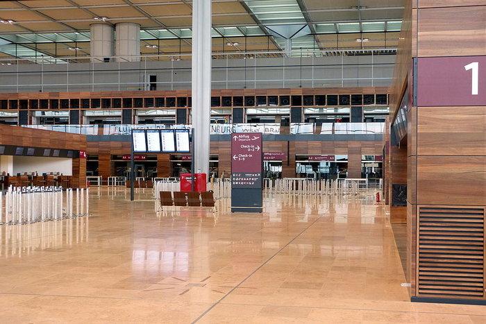 Αναβλήθηκαν επ' αόριστον οι εργασίες στο νέο αεροδρόμιο του Βερολίνου - εικόνα 2