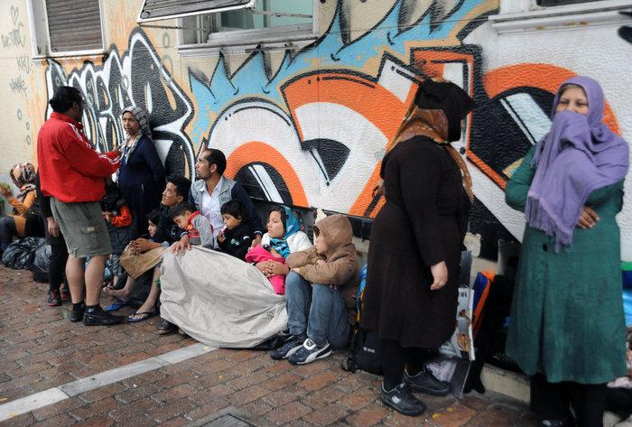 Πρόσφυγες βρίσκουν καταφύγιο στο Μετρό από την μπόρα - εικόνα 9