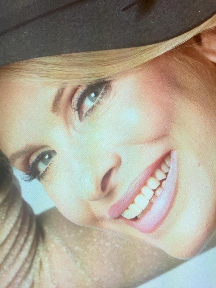 Έχετε μήνυμα από την Ελένη Μενεγάκη: «Έρχομαι! η ζωή θέλει χαμόγελο»