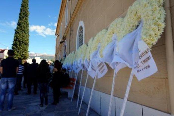 Οδύνη και μεγαλείο ψυχής στην κηδεία των φοιτητών