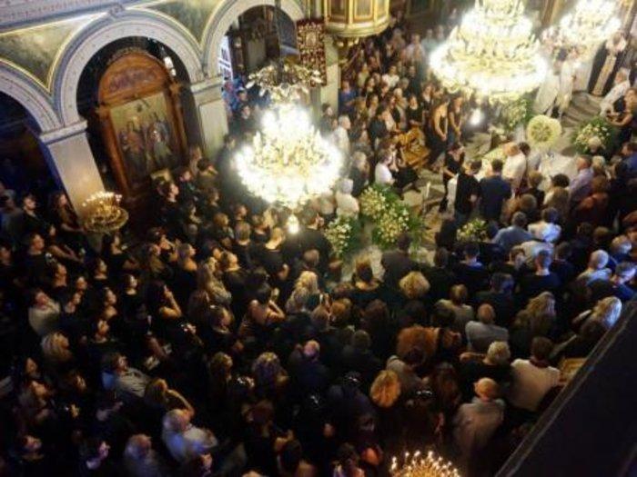Οδύνη και μεγαλείο ψυχής στην κηδεία των φοιτητών - εικόνα 2