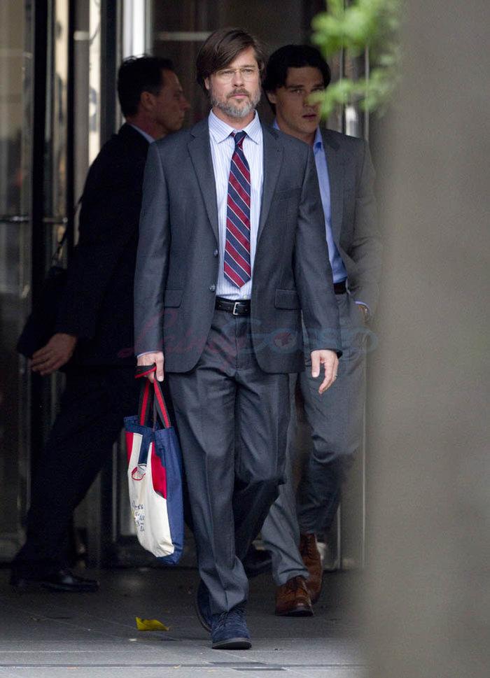 Ο (αγνώριστος) Μπραντ Πιτ τζογάρει στη Wall Street - εικόνα 2