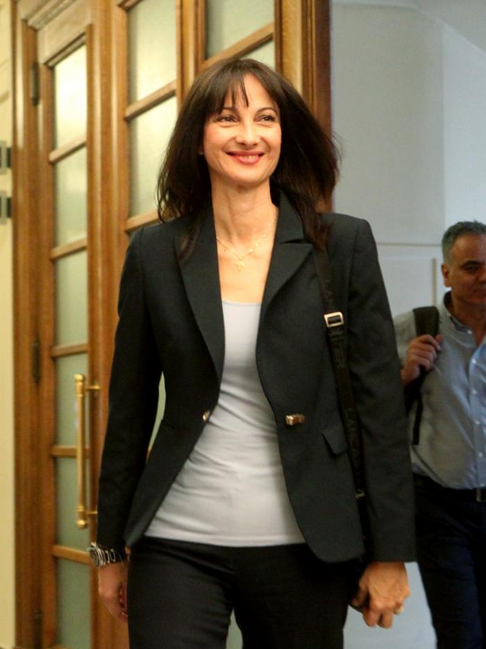 Δείτε τι φόρεσαν στο υπουργικό οι γυναίκες υπουργοί της κυβέρνησης