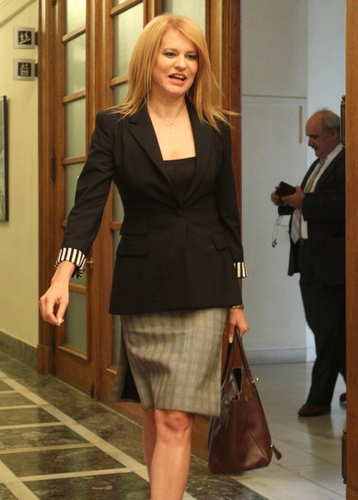 Δείτε τι φόρεσαν στο υπουργικό οι γυναίκες υπουργοί της κυβέρνησης - εικόνα 3